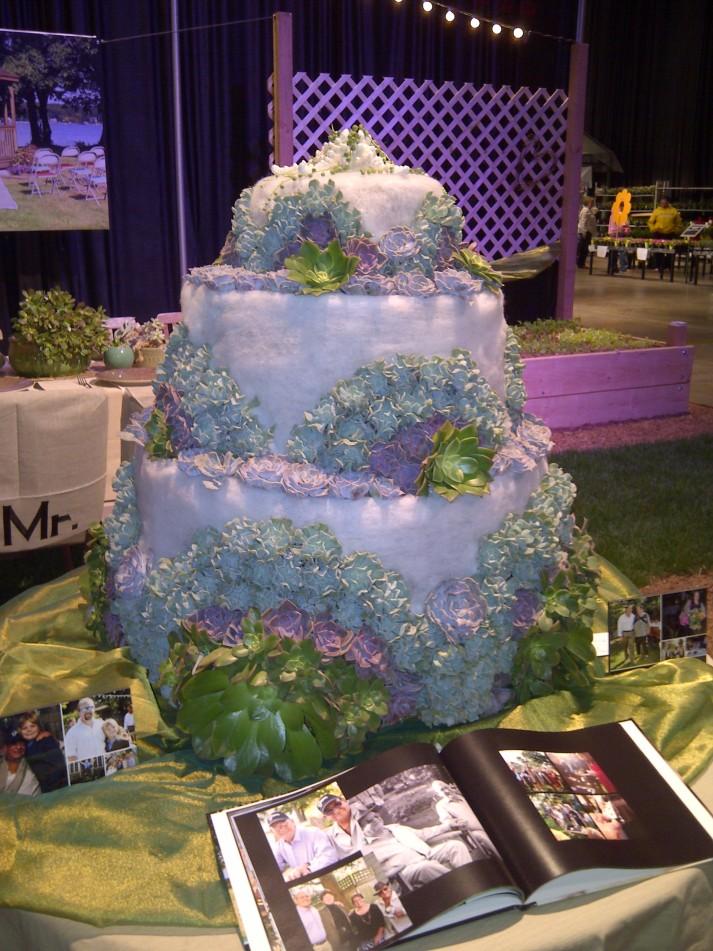 "A ""succulent"" wedding cake"